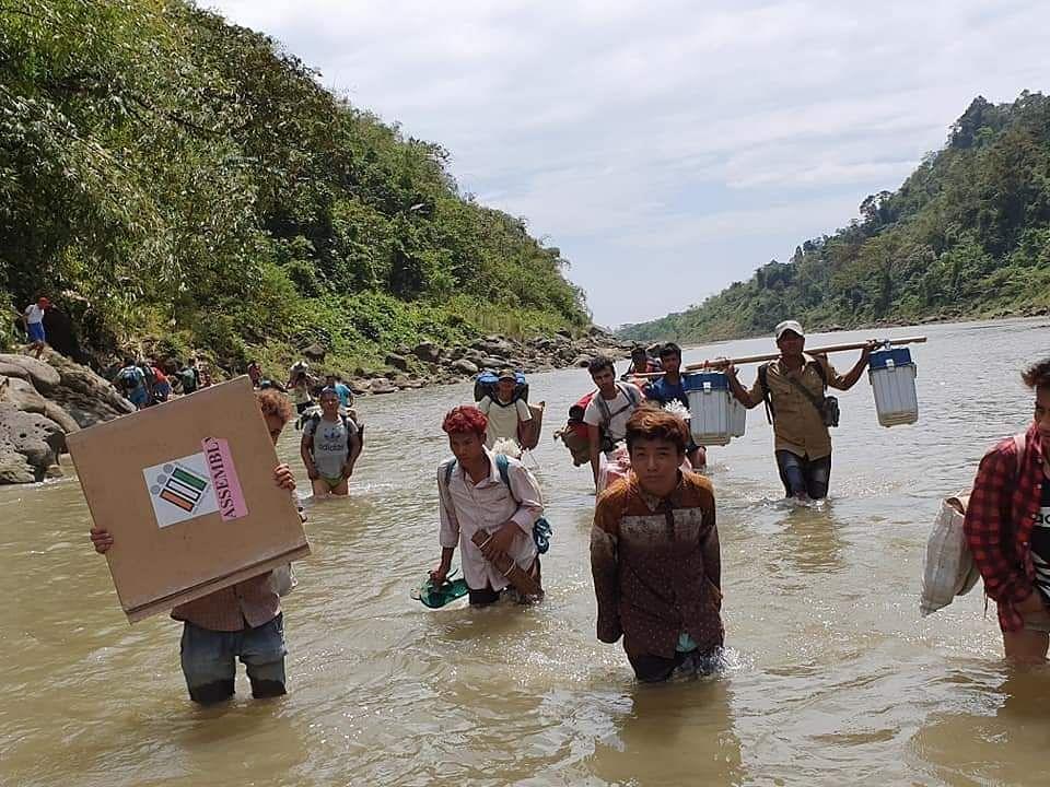 இந்தியாவின் மிக உயரிய வாக்குச்சாவடி மையம் எது தெரியுமா? Arunachal_Pradesh_at_Luguthang_-_Mukto_Assembly_2