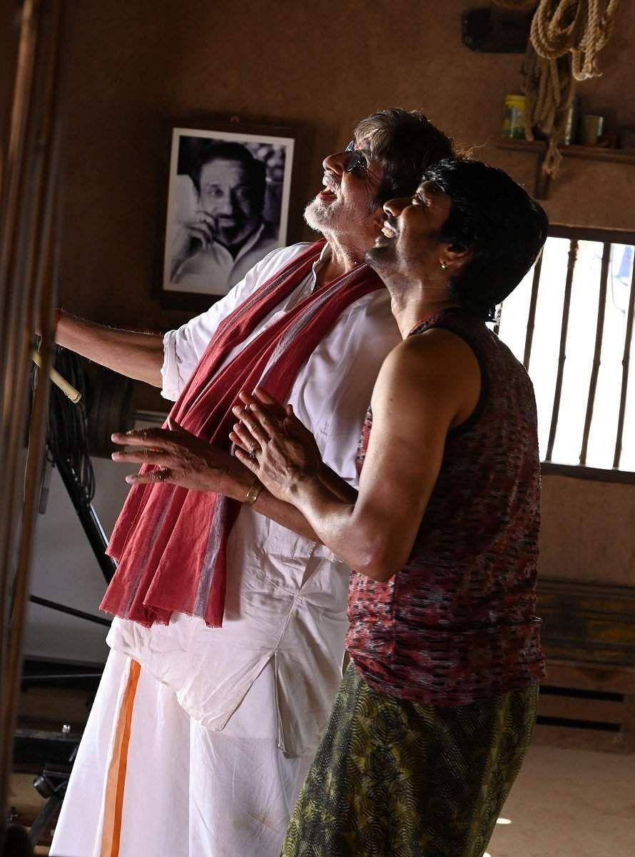 அவர் மாஸ்டர், நாம் அவருடைய சீடர்கள்…! – அமிதாப் பச்சன் Uyarndha_manidhan122