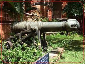 800px-Tippu's_cannon.jpg