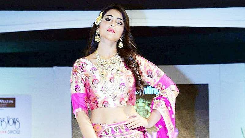Shriya-Saran-At-Wedding-Wows-Fashion-Show-Stills-3