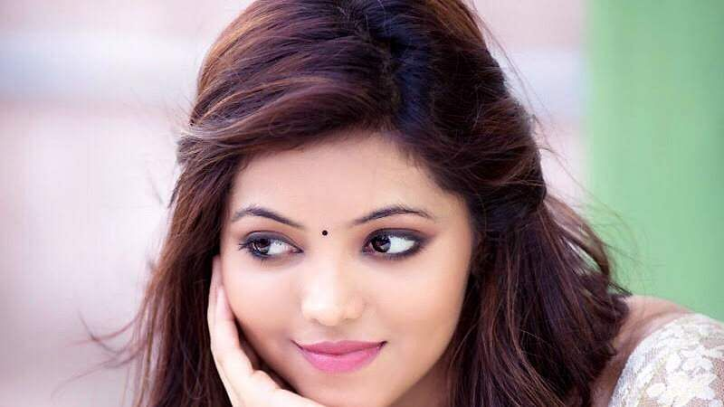 Actress-Athulya-Ravi-10