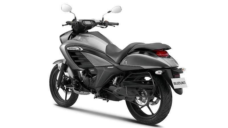 Suzuki-Intruder-4