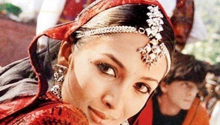 Malaika_Arora_-_Shah_Rukh_Khan_-_Chaiyya_Chaiyya_-_Dil_Se_-_Throwback_Photo