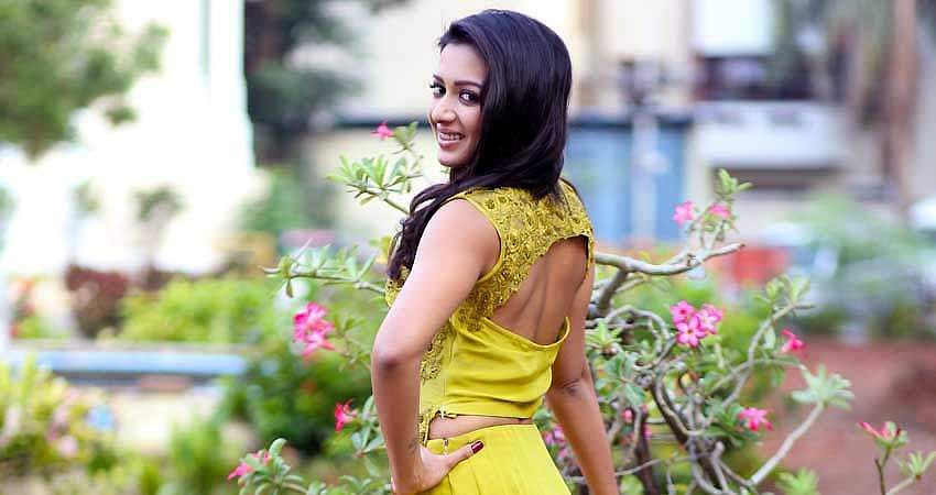 Catherine_Tresa_Stills_(12)