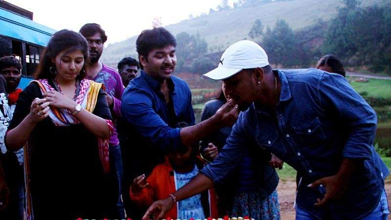 Actor_Jai_Birthday-Celebration-at-Balloon-Shooting-Spot-5