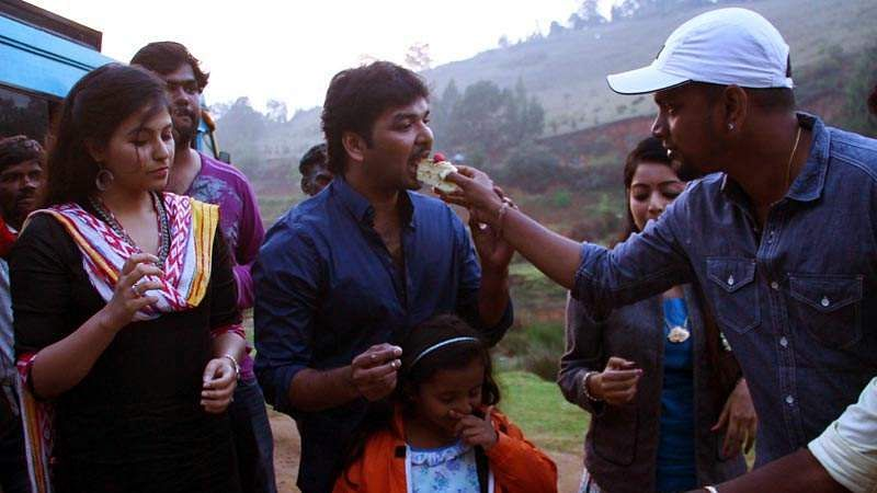 Actor_Jai_Birthday-Celebration-at-Balloon-Shooting-Spot-6