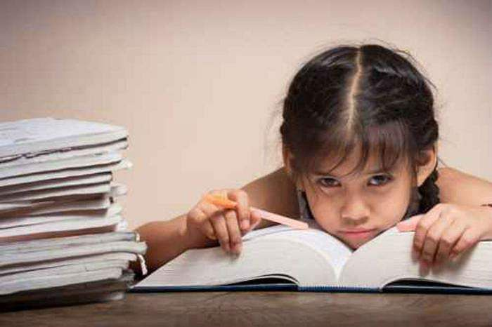 Kid_with_lots_of_homework_tevong_Fotolia_large