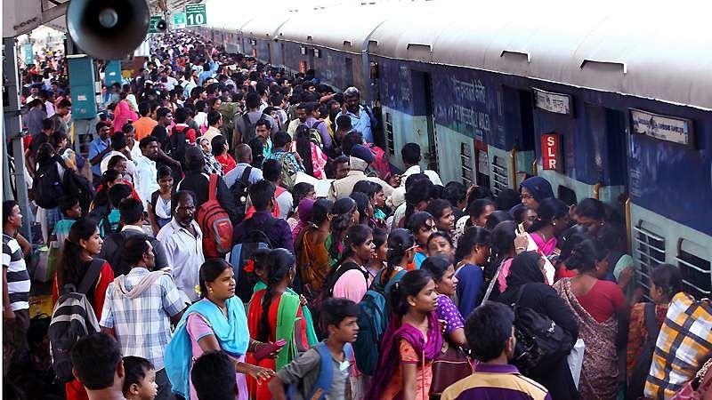 train-crowd-6a