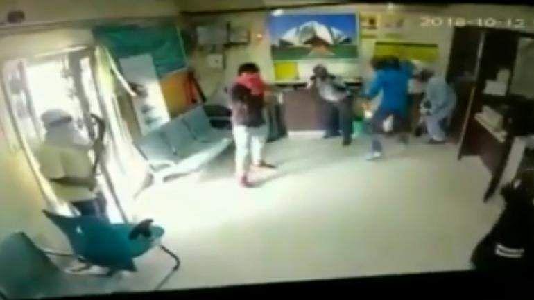 Six_armed_assailants_loot_bank_in_Delhi