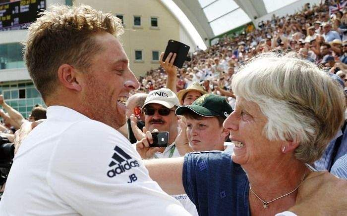 Jos-Buttler-with-his-mother