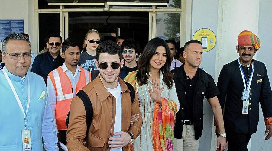 Priyanka-Chopra-and-Nick-Jonas-23