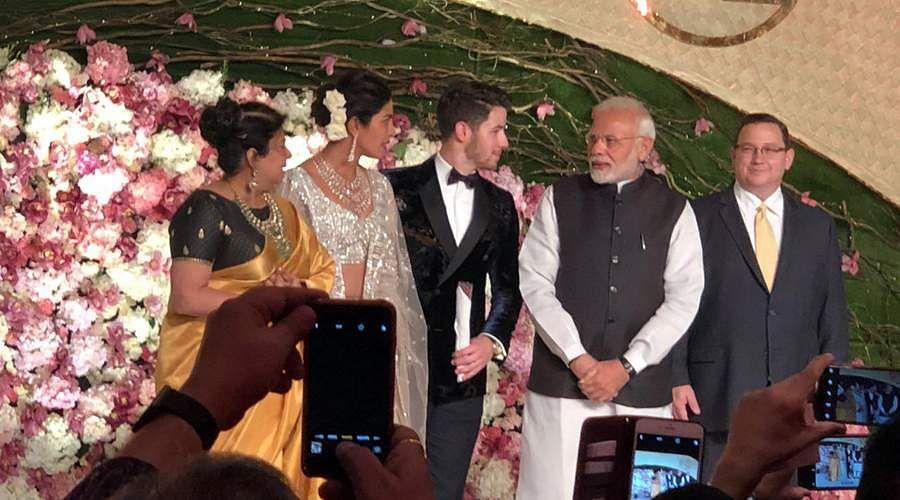 Priyanka-Chopra-and-Nick-Jonas-7a