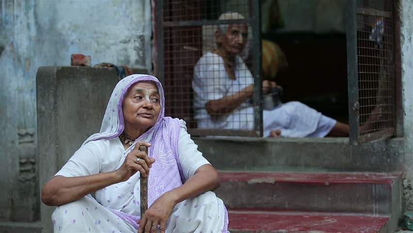 gutsy-granny-thrashes-robbers-with-her-walking-stick-in-dadar