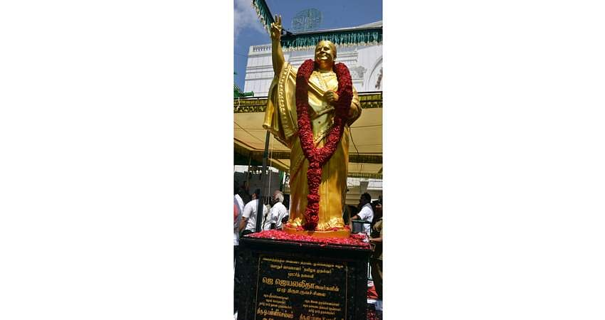 jaya-statue-12