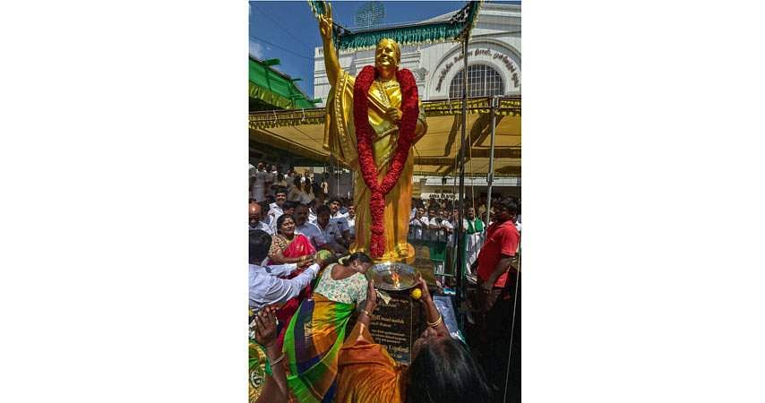 jaya-statue-3a