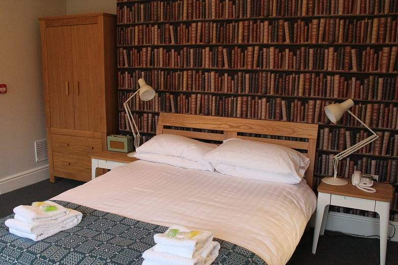 gladstones_library_guest_room