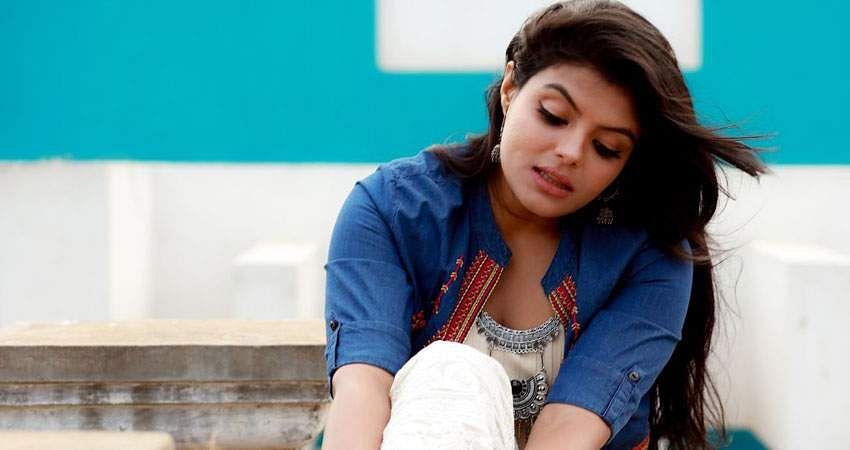 Actress_Tejashree_Jadhav_Photoshoot_Images_(17)