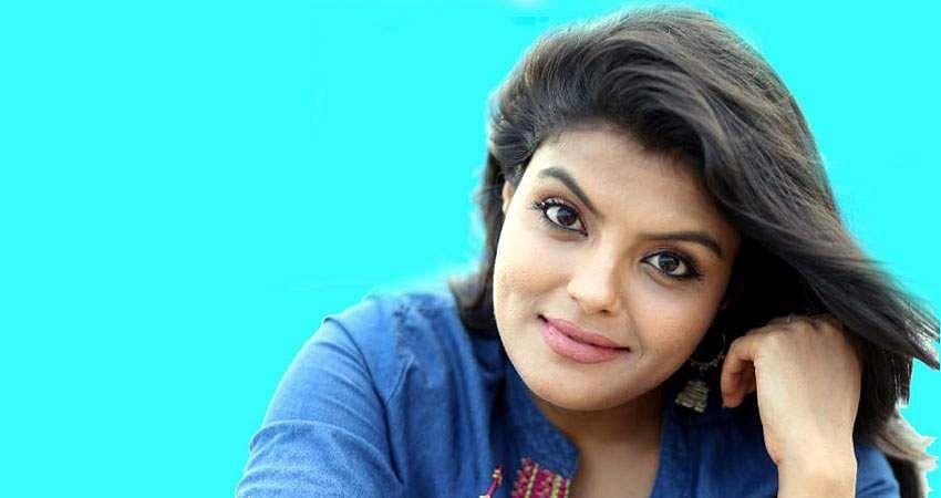 Actress_Tejashree_Jadhav_Photoshoot_Images_(28)