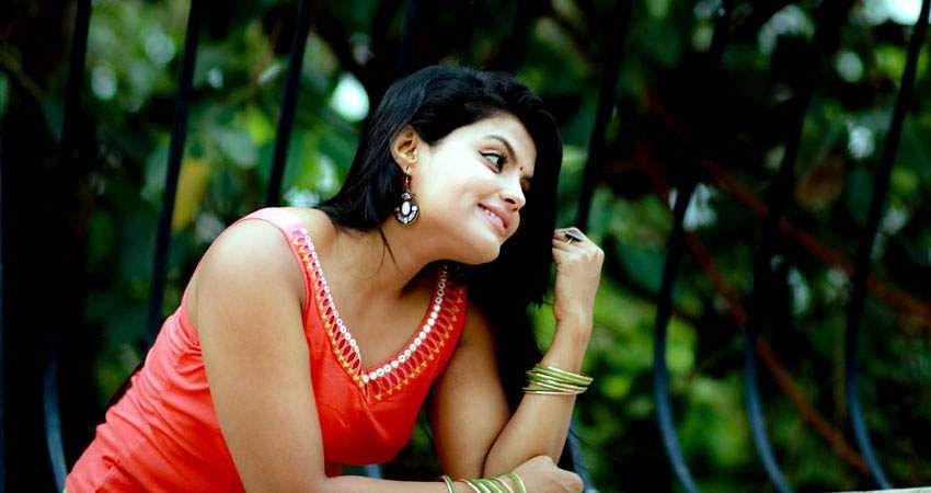 Actress_Tejashree_Jadhav_Photoshoot_Images_(6)