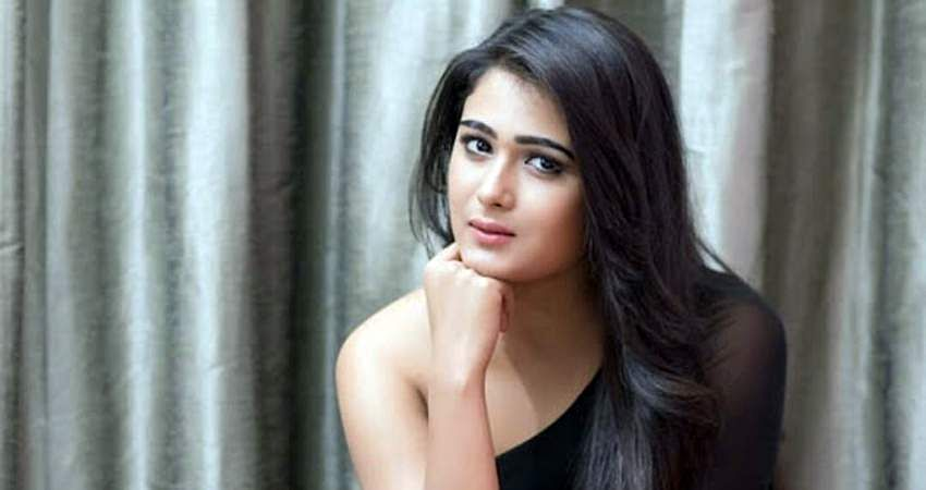actress-shalini-pandey-1