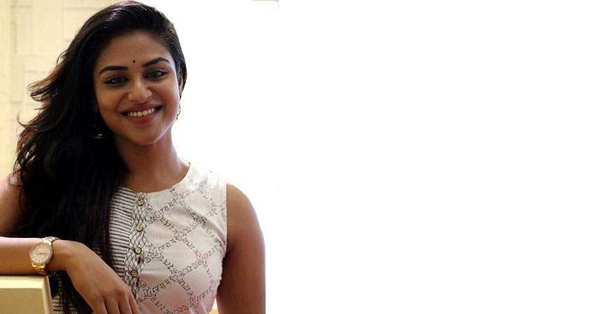 Actress-Induja-stills-12