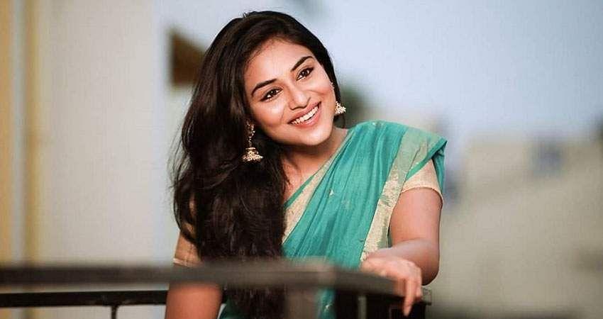Actress-Induja-stills-3
