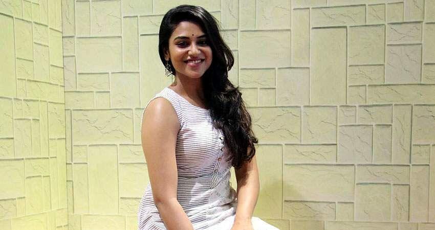 Actress-Induja-stills-5