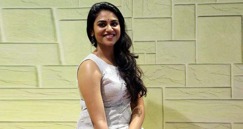 Actress-Induja-stills-7