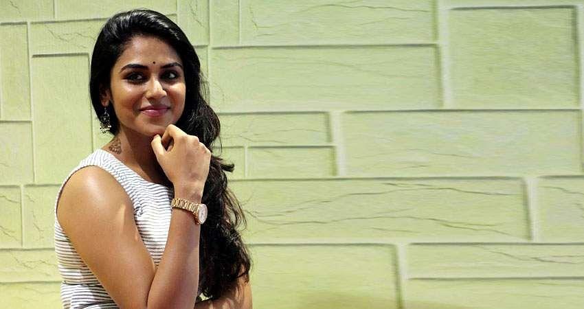 Actress-Induja-stills-8