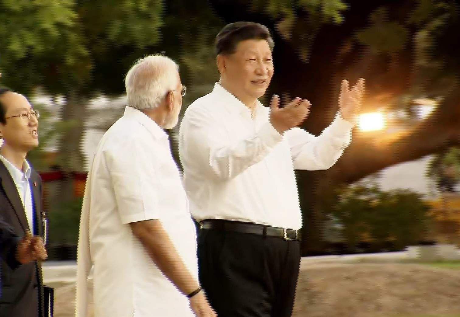 PM_Modi_in_Tamil_Traditional_dress_Veshti_and_Shirt_14