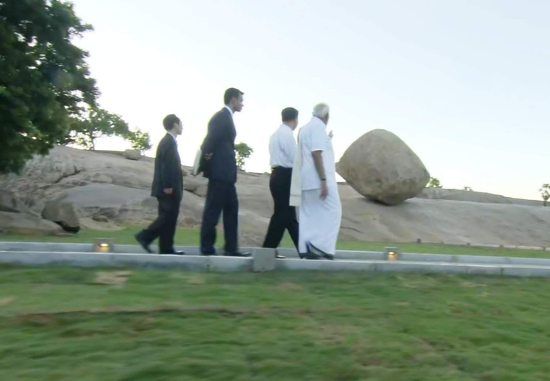 PM_Modi_in_Tamil_Traditional_dress_Veshti_and_Shirt_15