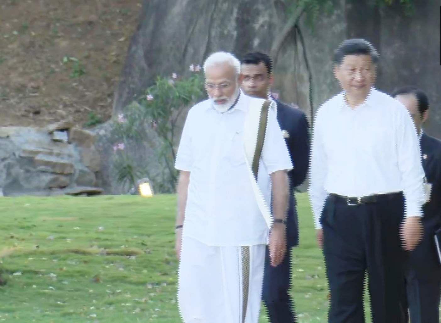 PM_Modi_in_Tamil_Traditional_dress_Veshti_and_Shirt_16