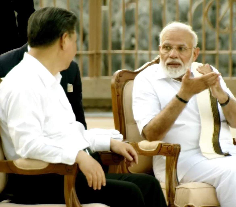 PM_Modi_in_Tamil_Traditional_dress_Veshti_and_Shirt_27