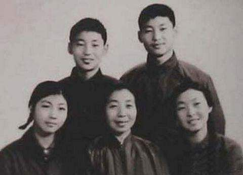 jinping with brothers and sisters