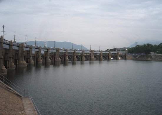 mettur dam brimming with rain