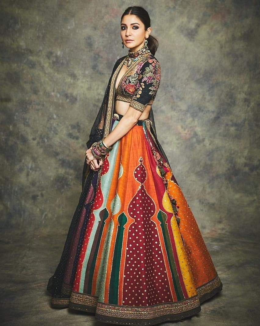 Virat_Kohli,_Anushka_Sharma_celebrates_Diwali_in_style_9