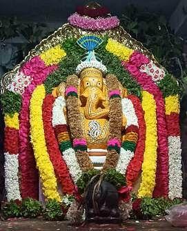 சந்தனக் காப்பு அலங்காரத்தில் அருள்பாலித்த விநாயகா்.