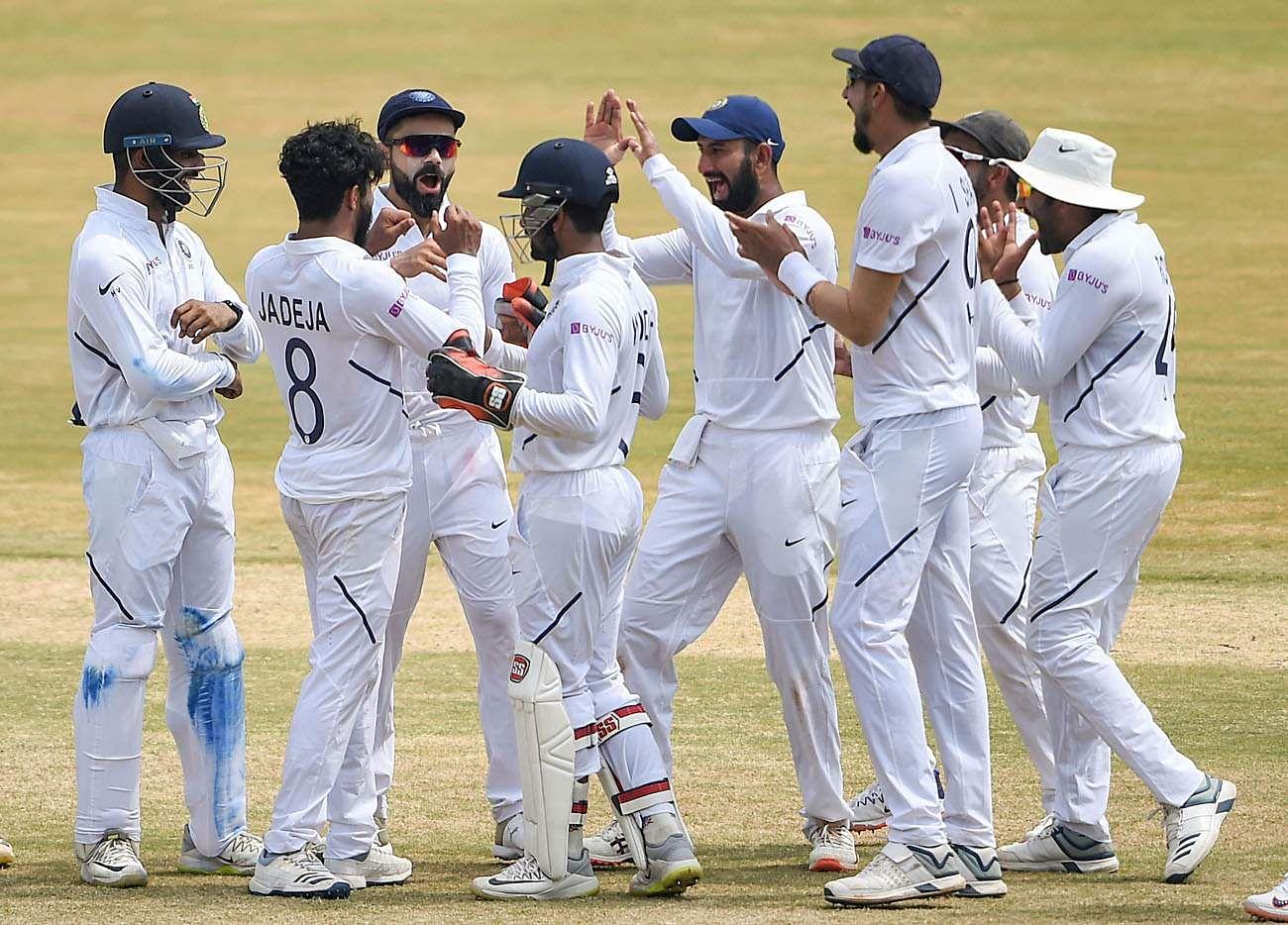 Kohli_and_Indian_team