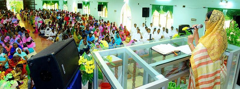 முகாமில் பேசுகிறாா் தமிழ்நாடு பெண்கள் ஐக்கிய செயலா்; நி ட்;மலா ஸ்டீவ் ஜெயராஜ் .