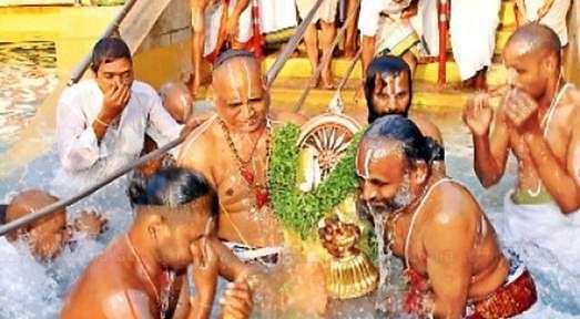 சக்கரத்தாழ்வார் தீர்த்தவாரியுடன் திருப்பதியில் பிரம்மோற்சவம் நிறைவு Theerthavari