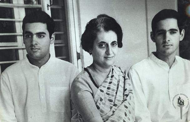 indira_with_his_sons