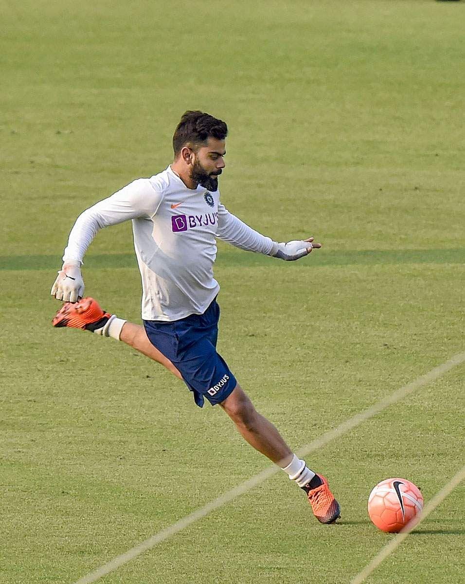 Kohli_football_3