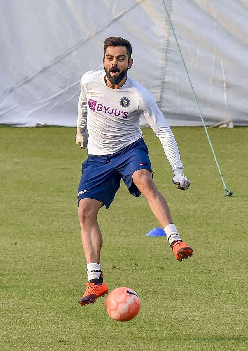 Kohli_football_6