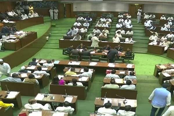 Maharashtra_MLAs_take_oath