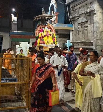 ஆம்பூா் நாகநாத சுவாமி கோயிலில் நடைபெற்ற விடையாற்றி உற்சவம்.