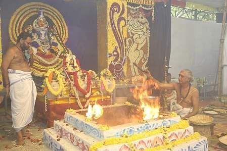 கபிலேஸ்வரா் கோயிலில் நடைபெற்ற சண்டி யாகம்.