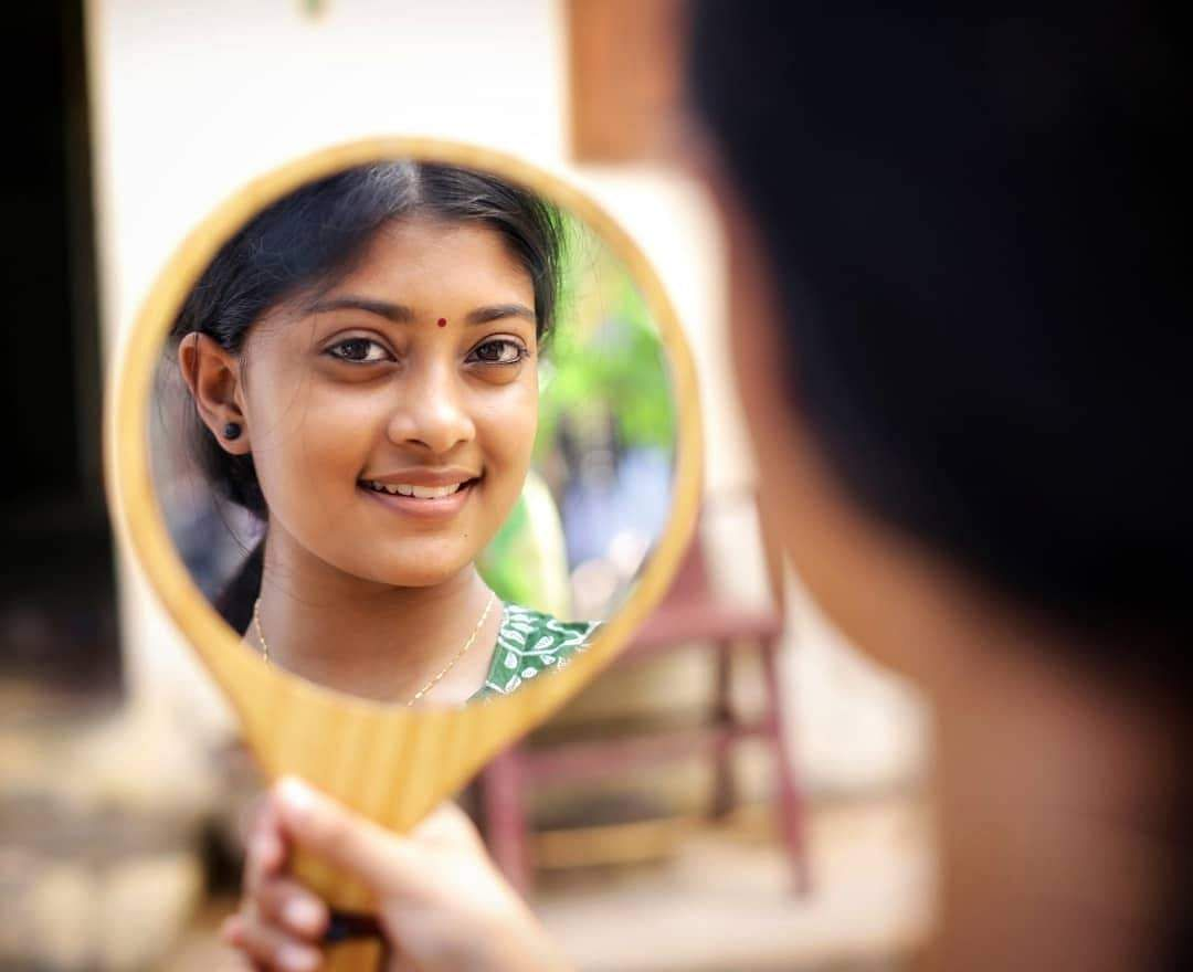 girl looking mirror