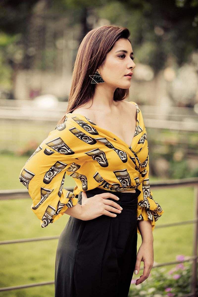 Actress-Raashi-Khanna-Photos-and-Stills-2