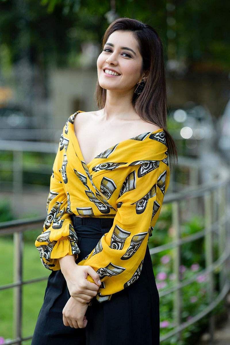 Actress-Raashi-Khanna-Photos-and-Stills-3