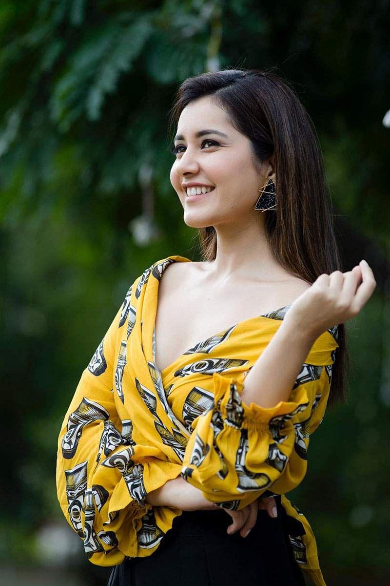 Actress-Raashi-Khanna-Photos-and-Stills-4